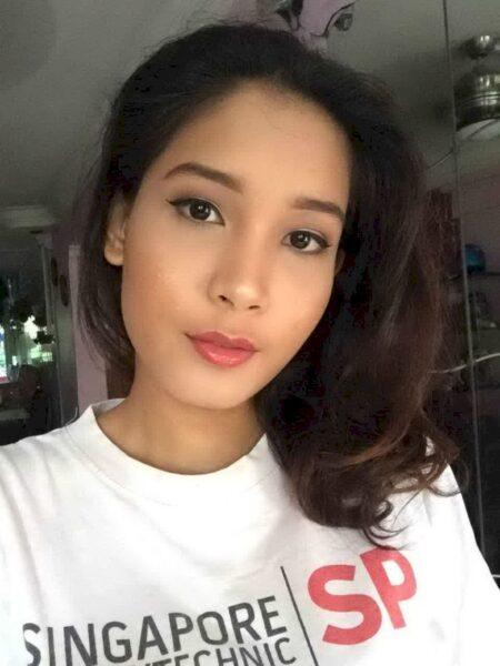 Femme asiatique sexy domina pour amant qui se soumet
