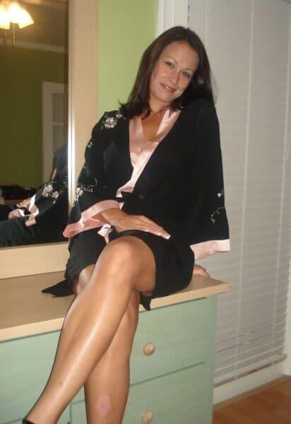 Femme infidèle sexy soumise pour mec qui apprécie la domination