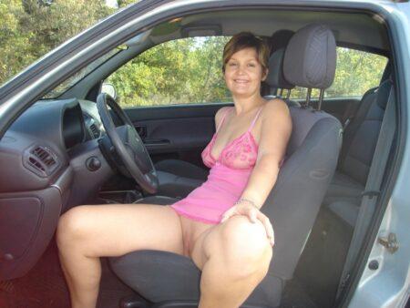 Femme mature vraiment très mignonne recherche un gars docile