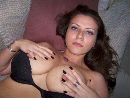 Très jolie femme seule recherche un bon plan baise pour une nuit